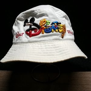 VTG WDW  white w/embroidery vented bucket hat